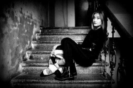 Depresja, smutek czy obniżony nastrój? Jak rozpoznać pierwsze symptomy choroby