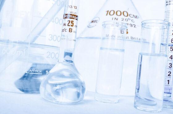 Chemia w kosmetykach, jak bardzo może nam zaszkodzić? Jakich składników unikać.